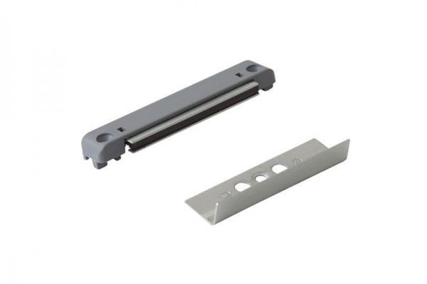 Защелка-фиксатор на балконную пластиковую дверь (магнитная)